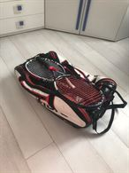 Due racchette da tennis e borsone